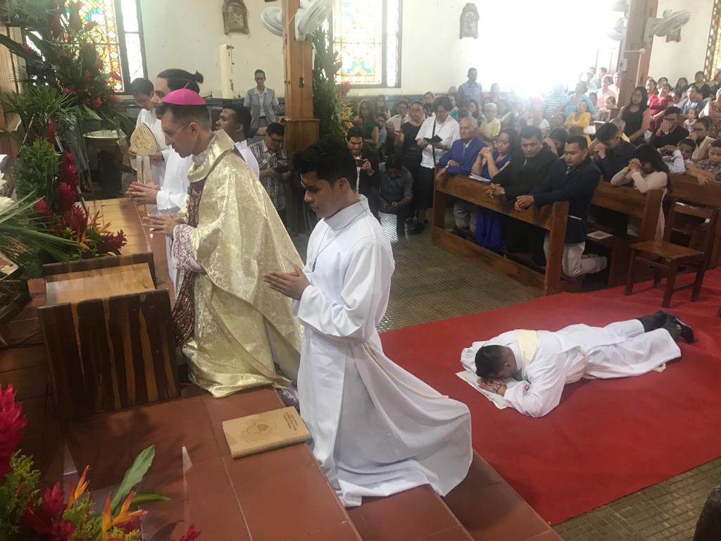 Ordenación sacerdotal dehonianos